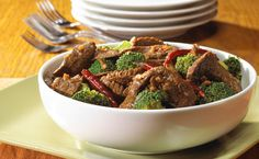 Lunch/Dinner: Epicure's Asian Beef Stir-fry calories/serving) serve with brown rice or rice noodles Chinese Beef And Broccoli, Steak And Broccoli, Broccoli Stir Fry, Epicure Recipes, Asian Recipes, Cooking Recipes, Healthy Recipes, Chinese Recipes, Wok Recipes
