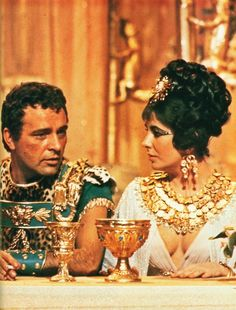 Actors Richard Burton & Elizabeth Taylor, in costume, chatting on set during filming of Cleopatra. Get premium, high resolution news photos at Getty Images Richard Burton Elizabeth Taylor, Elizabeth Taylor Cleopatra, Burton Richard, Lady Elizabeth, Golden Age Of Hollywood, Classic Hollywood, Old Hollywood, Hollywood Glamour, Hollywood Stars