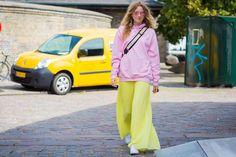 style-du-monde-copenhagen-day-3 к вечному в формате трикотажных платьев с косухой и свитшотов на длинные юбки.