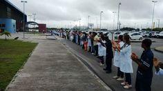 WWW.OBSERVADORINDEPENDENTE.COM FEIRA DE SANTANA: Funcionários do HEC realizam abraço simbólico em defesa do hospital