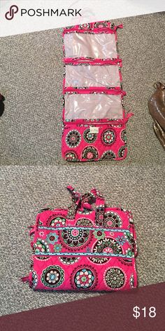 Vera Bradley cosmetic travel organizer Perfect condition. No stains or tears. Only used a couple of times Vera Bradley Bags Cosmetic Bags & Cases