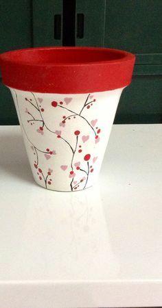 Painted Terra Cotta Pots arşivleri – Deco How to Crafts - garden pot design Flower Pot Art, Flower Pot Design, Clay Flower Pots, Flower Pot Crafts, Clay Pot Projects, Clay Pot Crafts, Painted Plant Pots, Painted Flower Pots, Pots D'argile