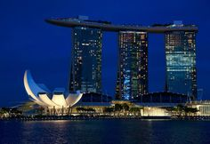 Perfect urban story.  ________________________  #Singapore #travel #MarinaBay #sea #night #lights #abundance #magic #instagoodmyphoto #justgoshoot #peoplescreatives #exploretocreate #passionpassport #lifeofadventure
