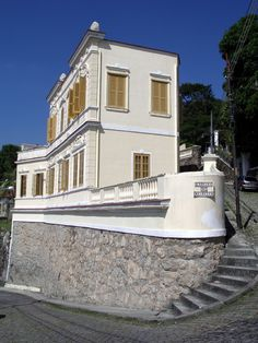 #SantaTeresa is a hill port district in the neighborhood of #RiodeJaneiro. Its one of the top attraction is tram which is having its 116th anniversary this year. Its main places are Santa Teresa Convent, Escadaria Selaron, Largo do Guimaraes, Ship House,Parque Das Ruinas, Valentim Castle, Chacara do Ceu Museum and Ruins Park.
