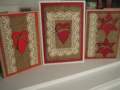 Yksinkertainen ja kaunis! Voi yhdistellä kakkupaperia, säkkikangasta ja huopaa korttipohjalle. Sopii alakouluun. Dollar Store Christmas, Christmas Crafts, Xmas Cards, Diy And Crafts, Card Crafts, Dollar Stores, Birthday Cards, Card Making, Valentines