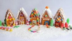 We are sharing Christmas in July Ideas! Celebrate Christmas in July with some of the best Christmas Crafts, Christmas decor or easy DIY Bowdabra projects. Graham Cracker House, Graham Cracker Gingerbread House, Gingerbread Village, Christmas Gingerbread House, Christmas In July, Christmas Treats, Holiday Treats, Family Holiday, Gingerbread Man