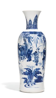 A fine blue and white vase, Ming dynasty, Chongzhen period