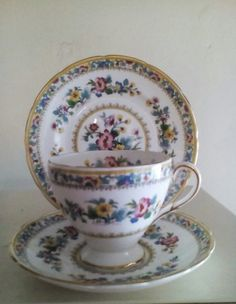 English Porcelain - Vintage Foley (Edward Brain and Co. Bought out in 1958) tea trio in the 'Ming Rose' pattern. for sale in Durban (ID:227228993)
