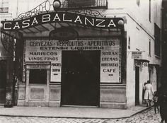 Cafeteria BALANZÁ. Estaba situada en la esquina entre la calle Ribera y el Paseo de Ruzafa y daba a la antigüa Plaza del Caudillo (Plaza del Ayuntamiento actual). Alicante, Trip Planning, Old Photos, Spain, Nostalgia, Bar, Vintage Photographs, Valencia Spain, Old Photography