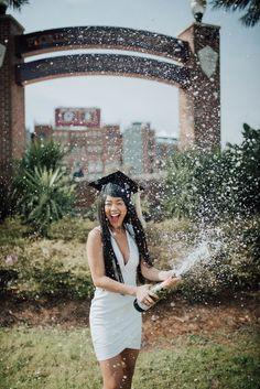 Nursing Graduation Pictures, Graduation Images, Graduation Look, Grad Pictures, Graduation Picture Poses, College Graduation Pictures, Graduation Photoshoot, Grad Pics, Senior Photo Outfits