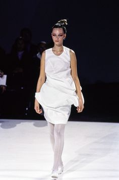 Comme des Garçons Spring 1997 Ready-to-Wear Fashion Show Collection