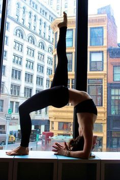 Awesome pilates workout. Looks awesome. Love the splits, and of course snake!