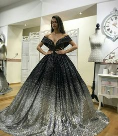 Bridal Mehndi Dresses, Indian Wedding Gowns, Couture Wedding Gowns, Couture Dresses, Lush Dresses, Elegant Dresses, Pretty Dresses, Beautiful Dresses, Beautiful Clothes