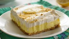 Lemon cream cheese pudding dessert is a no-bake dream! Graham crackers, lemon pudding, cream cheese and whipped topping in a layered lemon dessert! Cheesecake Pudding, Pudding Desserts, Lemon Cheesecake, Dessert Recipes, Breakfast Recipes, Lemon Pudding Cake, Sopapilla Cheesecake, Cheesecake Recipes, Dinner Recipes