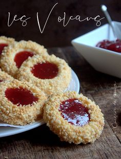 Volcan sables a la confiture et amandes Desserts With Biscuits, Cookie Desserts, Cupcake Cookies, Cookie Recipes, Dessert Recipes, Eid Cake, Chocolat Cake, Biscotti Cookies, Cranberry Cookies