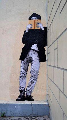 Una selección de sorprendentes creaciones de arte de la calle por el artista francés Levalet que puebla murallas de la ciudad de Francia con personajes monocromas que juegan en los elementos y terreno urbano. Los collages de Levalet están hechas de tinta china sobre papel kraft blanco, y algunos se aumentan con libros de verdad, que dan una deliciosa ironía en las situaciones que él crea ...
