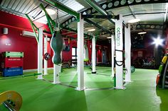 This is a timeless set up for team training with a gym rig and functional training equipment by One Leisure.