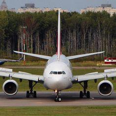 #facetoface  with @emirates 330 from Dubai   #avgeek#avia#aviation#avporn#spotting#spotter#plane#air#travel#emirates#airbus#a330#a332#dubai#hot#russia#insta#canon#cool#vscobest#minimal#motion#people#sun#sky#world#aviaspotting#a330200