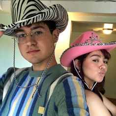 Pink Cowboy Hat, Cowboy Hats, Enya Umanzor, Lily Depp, Cowgirl Party, Boyfriend Goals, Teenage Dream, Indie Kids, Look Cool