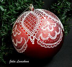 Painted Christmas Ornaments, Hand Painted Ornaments, Handmade Ornaments, Christmas Baubles, Christmas Decorations, Lace Painting, Dot Painting, Christmas Wonderland, Christmas Mood