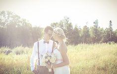 Bride and groom in field | Vintage wedding photography | www.newvintagemedia.ca