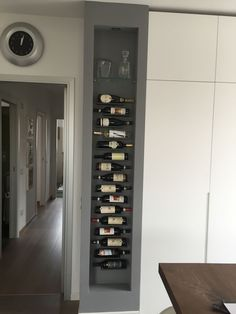 Inspiring Most Impressive Modern Wine Rack Design Ideas Do you want to build your own wine rack design at home and are currently in need of a step-by-step picture for this purpose? Unique Wine Racks, Modern Wine Rack, Home Decor Kitchen, Interior Design Kitchen, Diy Home Decor, Room Interior, Wine Rack Wall, Wine Wall, Wine Shelves