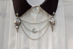Bird skull collar chain to liven up your shirt collars. Attaches with a pin at the top of each skull charm. Skull charms are about inches long Collar Chain, Wing Collar, Estilo Punk Rock, Collar Tips, Bird Skull, Accesorios Casual, Clips, Vintage Design, Collar Shirts