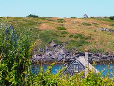 When I am in Maine, I live on an island. Without a boat. I don't even know how to 'boat', which is one of those words that I absolutely love because it can be a noun and a verb… Monhegan Island, Islands, Maine, Boat, Mountains, Travel, Dinghy, Viajes, Boats