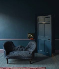 Stiffkey Blue - Farrow & Ball About to use this colour in my sitting room, love it! sweet home Farrow Ball, Farrow And Ball Paint, Dark Interiors, Colorful Interiors, Stiffkey Blue, Dark Blue Walls, Dark Teal, Navy Blue, Architecture