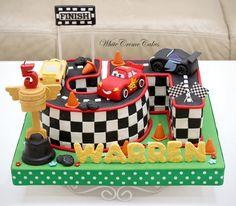 No hay descripción de la foto disponible. Lightning Mcqueen Birthday Cake, 5th Birthday Cake, Fondant Cakes, Handsome Boys, Icing, Johannes, Art Girl, Handmade, Memes