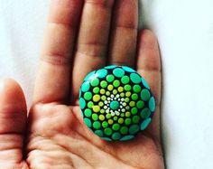 Magnífico azul joya caída Mandala piedra por XticksnXtones en Etsy