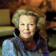 Koningin Beatrix. Omdat het gewoon een mooi mens is en omdat ze haar aftreden bekend heeft gemaakt.   Oranje Boven.