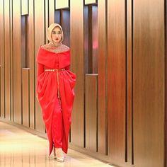 Dian Pelangi in normahauri dress Islamic Fashion, Muslim Fashion, Modest Fashion, Hijab Fashion, Girl Fashion, Fashion Outfits, Womens Fashion, Turban, Hijab Collection