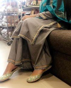 Pakistani Fashion Casual, Pakistani Dresses Casual, Pakistani Dress Design, Indian Fashion, Kurta Designs Women, Kurti Neck Designs, Kurti Designs Party Wear, Salwar Designs, Dress Indian Style