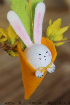 Best of 2015 Easter Projects, Projects To Try, Easter Ideas, Felt Crafts, Diy And Crafts, Holiday Fun, Holiday Decor, Easter Cross, Needle Felted Animals