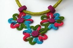Crochet necklace in pistachio fuchsia and multicolor by lindapaula