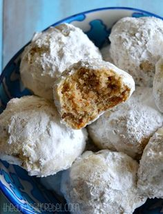 Snowball Cookies: uses granulated and brown sugar in dough. Want to try for a cinnamon sugar coated version and with additional of 2 tsp in dough Christmas Desserts, Christmas Baking, Christmas Cookies, Christmas Crafts, Cookie Desserts, Cookie Recipes, Dessert Recipes, Icing Recipes, Easy Recipes