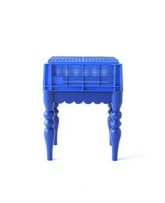 common household plastic objects - storage and laundry baskets- are combined with stereotypical upper class chair bases Milk Crate Furniture, Deco Furniture, Handmade Furniture, Upcycled Furniture, Unique Furniture, Furniture Makeover, Furniture Design, Milk Crates, Laundry Baskets