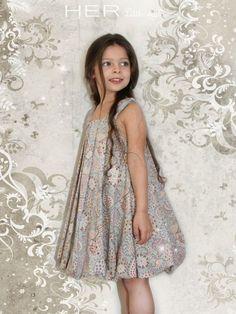 HER Little world, Patron de couture pour vêtement enfant, robe, Délicieuse