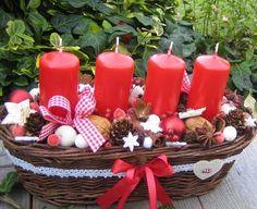 Vánoce v červenobílé 2 Christmas Advent Wreath, Advent Wreaths, Pillar Candles, Diys, Table Decorations, Home Decor, Furniture, Rustic Christmas, Ornaments