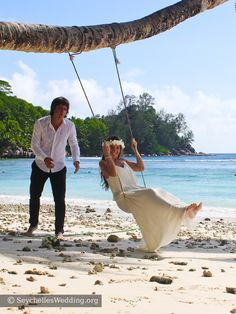 Beach weddings in Seychelles, bride and groom at the beach. #wedding #bride #groom #hochzeit #seychelles
