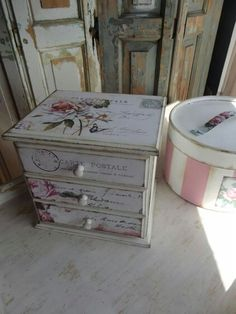 . Decoupage Furniture, Decoupage Box, Decoupage Vintage, Painted Furniture, Wooden Wall Art, Wood Art, Altered Cigar Boxes, Leather Jewelry Box, Shabby Chic Farmhouse