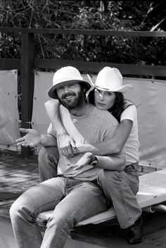 Anjelica Huston and Jack Nicholson in Montana photographed by Harry Benson, Huston writes about Jack Nicholson, Vanity Fair, December Harry Benson, Jack Nicholson, Vanity Fair, Gena Rowlands, Carl Zeiss Jena, Wit And Delight, Anjelica Huston, Intimate Photos, Faye Dunaway