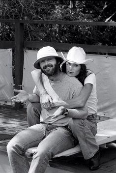 thecountryfucker:  houseofsushi:  Jack Nicholson + Anjelica Huston  Powercouple Ideals.