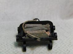 Leñero de forja escala 1/12 de forja con asa de laton.