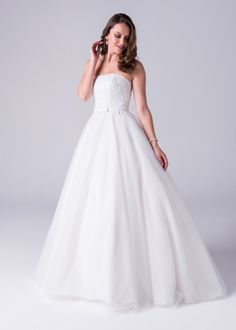 Bride&co wedding dress, Ballgown strapless dress with beaded embroidery bodice