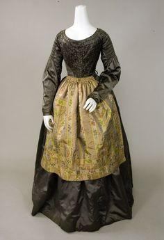 PEWTER GREY SILK SATIN DRESS, 1840s -Lot 5 1,265