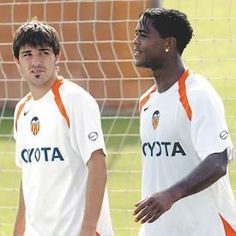 David Villa & Patrick Kluivert Valencia, David Villa, Football Players, Fifa, Polo Shirt, Polo Ralph Lauren, Sports, Mens Tops, Training