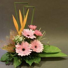 Church Flower Arrangements, Vase Arrangements, Deco Floral, Floral Design, Flower Chart, Spring Door Wreaths, Flower Vases, Beautiful Flowers, Bouquet