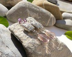 Boucles d'oreilles en perles d'améthyste et cristal rose, boucles perles naturelles, bijoux gouttes et améthyste : Boucles d'oreille par lapassiondisabelle